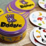 同じ絵を見つけ出す子どもも遊べる反射神経ゲーム『DOBBLE-ドブル-』ルール&レビュー