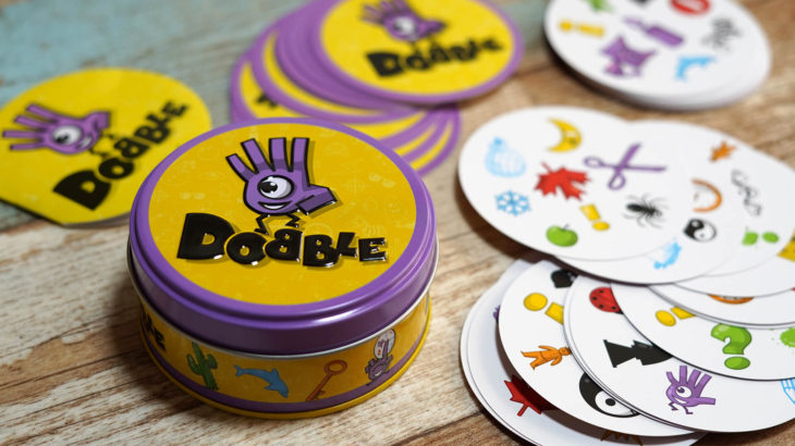 同じ絵を見つけ出す子どもも遊べる反射神経ゲーム『DOBBLE-ドブル-』